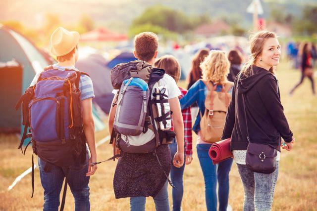 Organiser des vacances de groupe pour les jeunes âgés de 18 à 25 ans